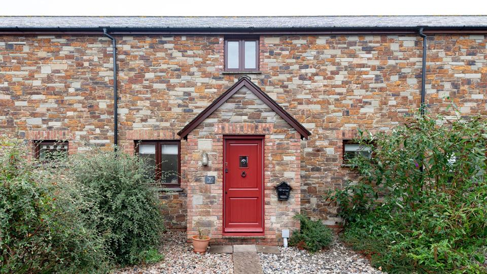 Hanley Cottage, step inside to find this pretty cottage with lovely views from the rear.